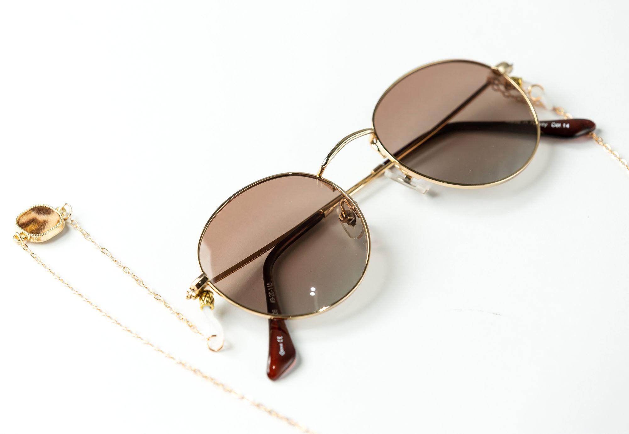 chaine de lunettes de soleil style aviateur avec chaine en or - blog.troov.com